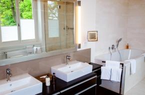Bad im Superior Apartment im Oranien Hotel & Residences Wiesbaden