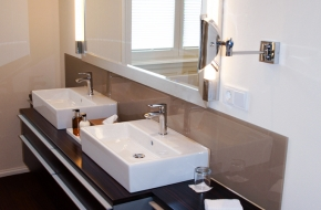 Bad im Superior Apartment im Oranien Hotel & Residences Wiesbaden 2