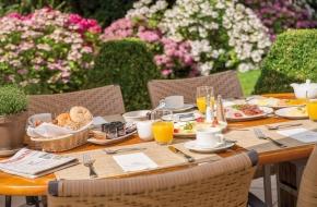 Frühstücken auf der Terrasse des Oranien Hotel & Residences Wiesbaden
