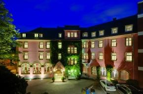 Das Oranien Hotel & Residences Wiesbaden bei Nacht